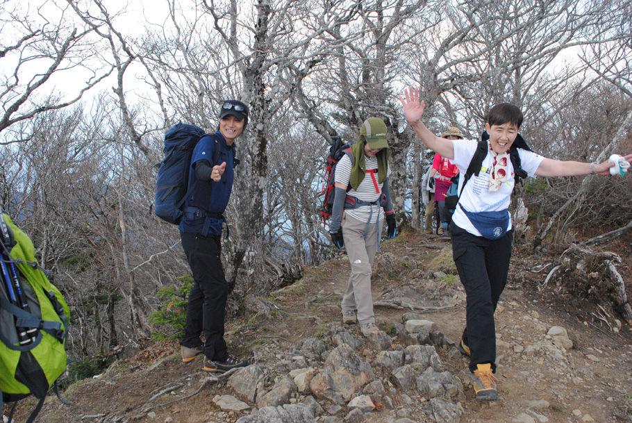 山頂に到着し大喜びの参加者