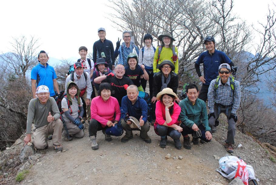 大普賢岳山頂で記念撮影
