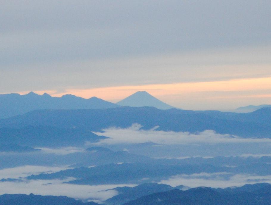 朝焼けの富士山、登山者から歓声が上がった