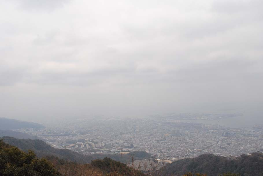 山頂の広場から。神戸の街並みが一望に。