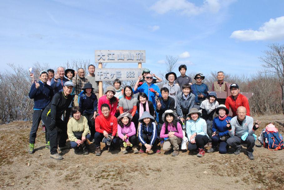 参加者の皆さんの笑顔がまぶしい。富士山もこの調子で。
