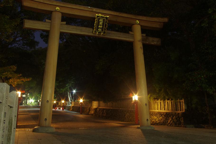 枚岡神社の「二の鳥居」。「一の鳥居」は近鉄奈良線を越えて下った町中に設置されている