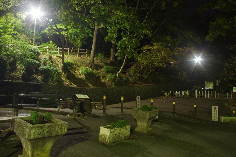 枚岡公園に下山。ここからもう少し下ると近鉄額田駅だ