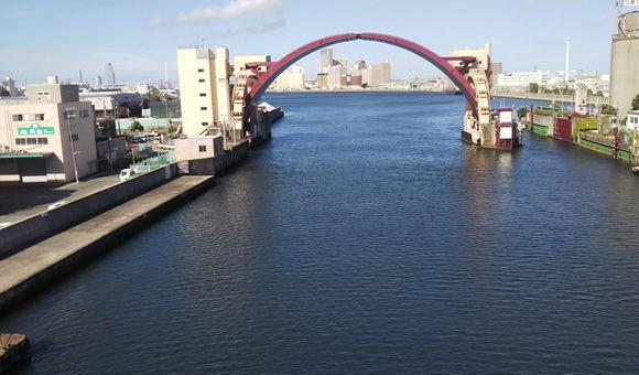 古地図を携え「なにわ」探訪船でめぐる水都大阪