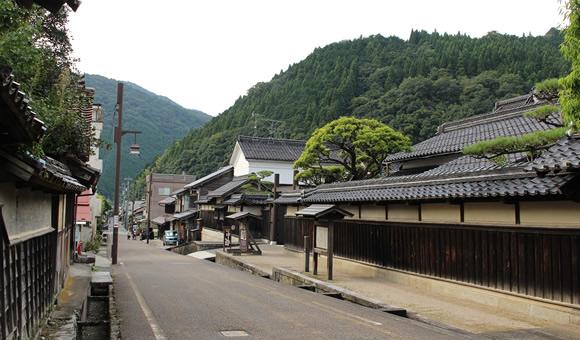 伝統的建物群保存地区の町並みをめぐる鳥取藩主が宿泊した智頭宿