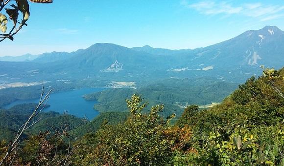 斑尾山から見た黒姫山と妙高山