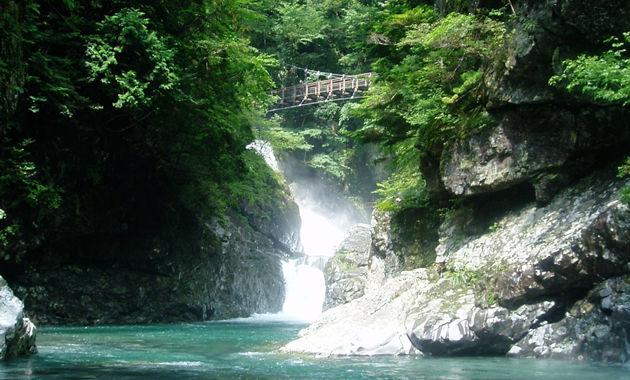 新緑の天川みたらい渓谷(イメージ)