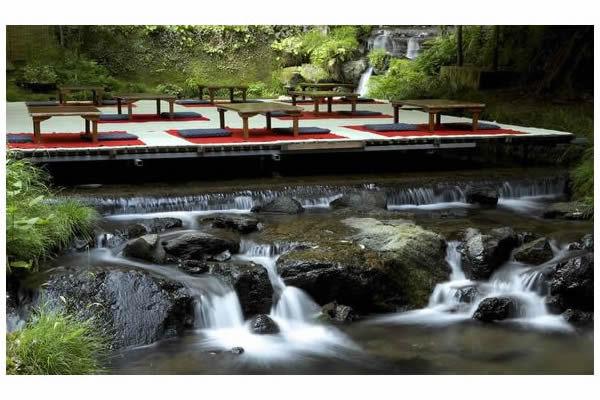 京都貴船の川床(イメージ)