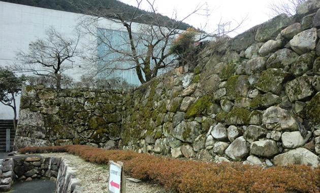 成羽陣屋址・石垣(イメージ)