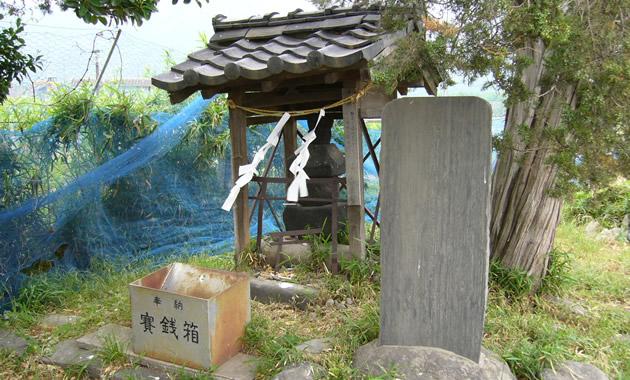 武田の武将、板垣信方の墓(イメージ)