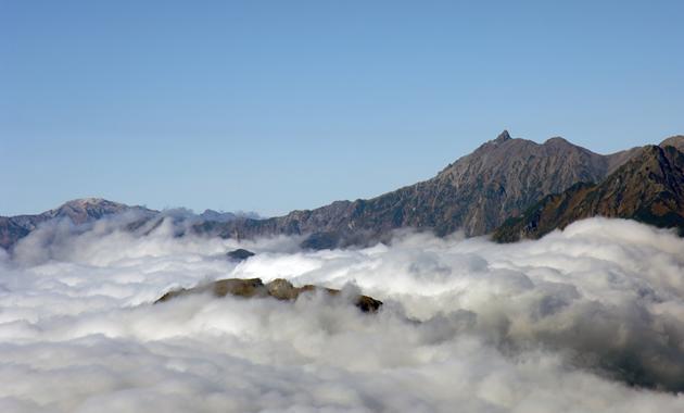 槍ヶ岳と雲海(イメージ)