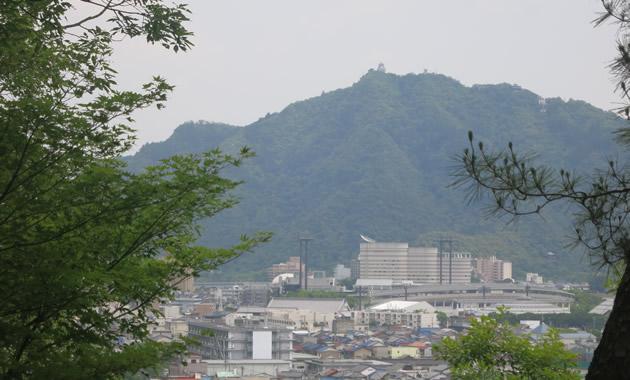鷺山城から見た岐阜城(旧稲葉山城)(イメージ)
