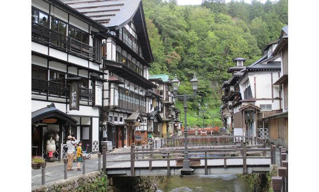 写真:銀山温泉 一社尾花沢市観光物産協会提供(イメージ)