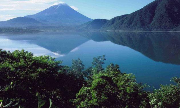 本栖湖から千円札の富士山(イメージ)