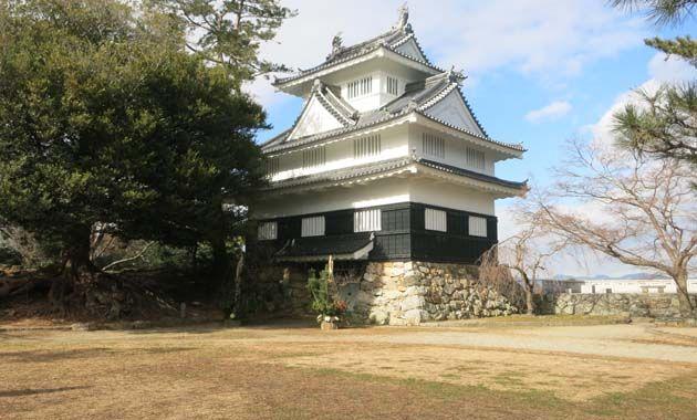 吉田城・鉄櫓(イメージ)