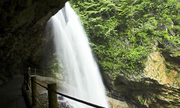 松川渓谷 雷滝(イメージ)