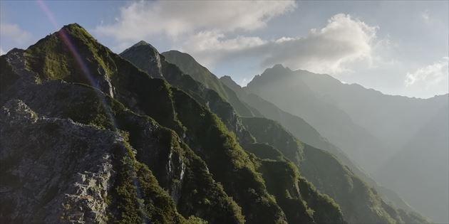 西穂高岳方面から縦走路を望む(イメージ)