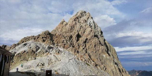 槍ヶ岳山荘から見た槍ヶ岳(イメージ)