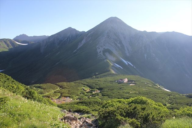 三俣蓮華岳と三俣山荘(イメージ)