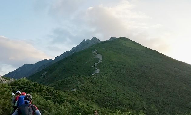 西穂に向かう登山道(イメージ)