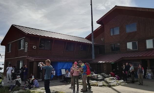 登山者でにぎわう西穂山荘(イメージ)