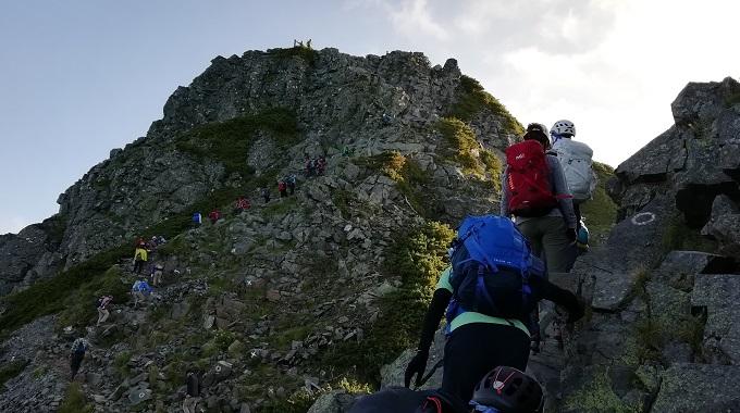 岩稜帯が続く西穂高岳までの登山道(イメージ)