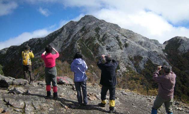 甲斐駒ケ岳の駒津峰(写真は10月/イメージ)
