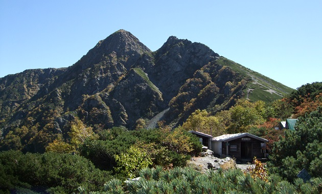塩見岳と塩見小屋(イメージ)