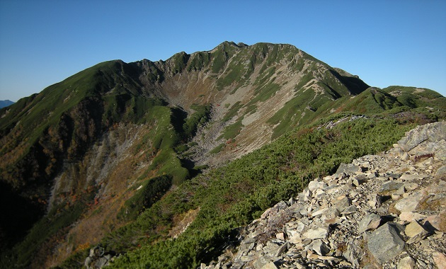 雄大な山容の仙丈ケ岳(イメージ)