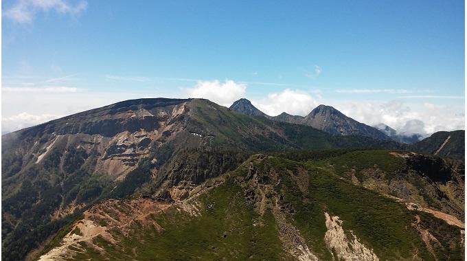 東天狗岳からの南八ヶ岳方面の眺め(イメージ)