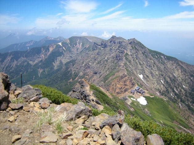 八ヶ岳の稜線から硫黄岳方面を展望する(イメージ)