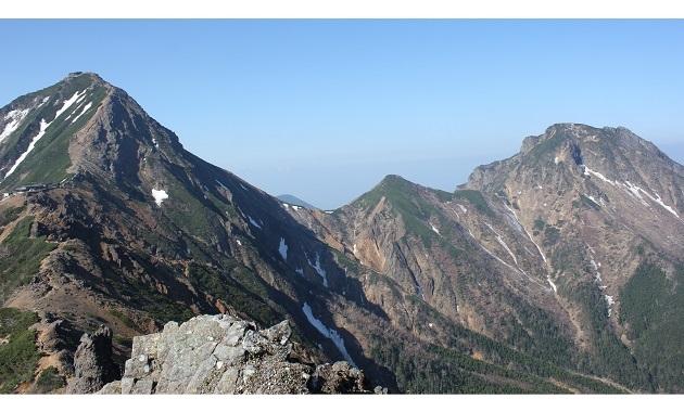 赤岳(左)と阿弥陀岳(右)(イメージ)