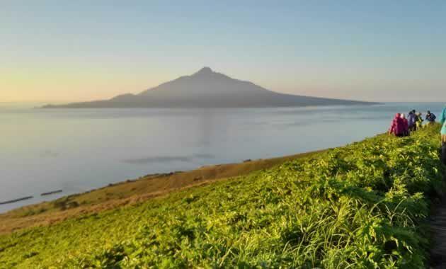 礼文島から見た利尻山(イメージ)