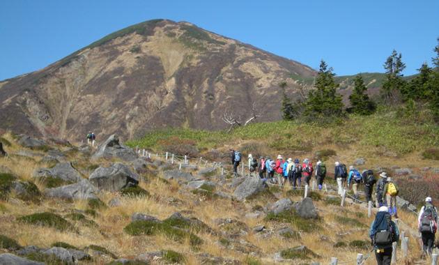 美しい山稜の火打山を目指す(イメージ)