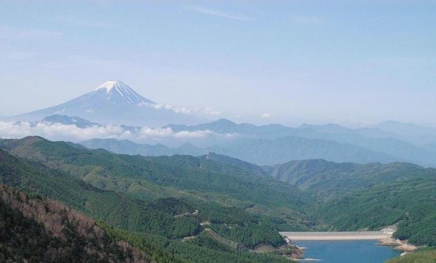 遠くから見た富士山(イメージ)
