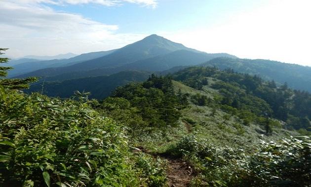 岩菅山へ続く縦走路(イメージ)