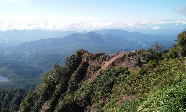 その険しさから人気のある戸隠山の山並み(イメージ)