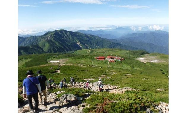 白山室堂と別山(左後)(イメージ)