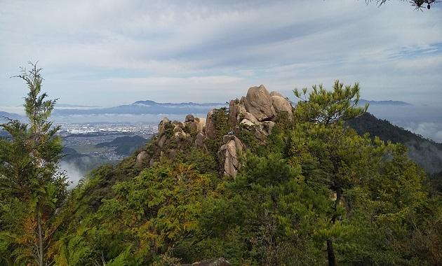 金勝アルプス・天狗岩(イメージ)
