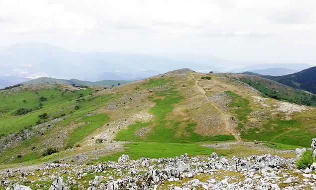 霊仙山からの経塚山の眺め(イメージ)
