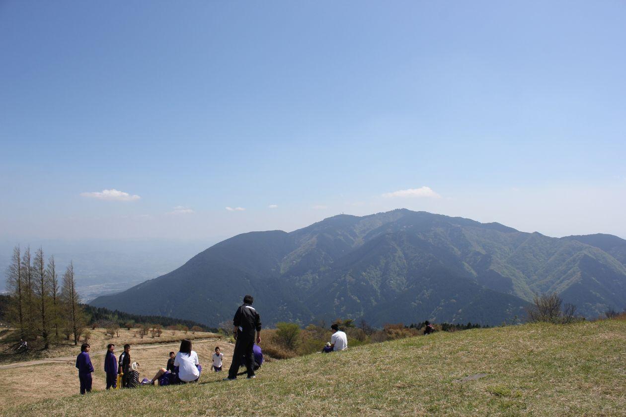 大和葛城山から金剛山を望む(イメージ)