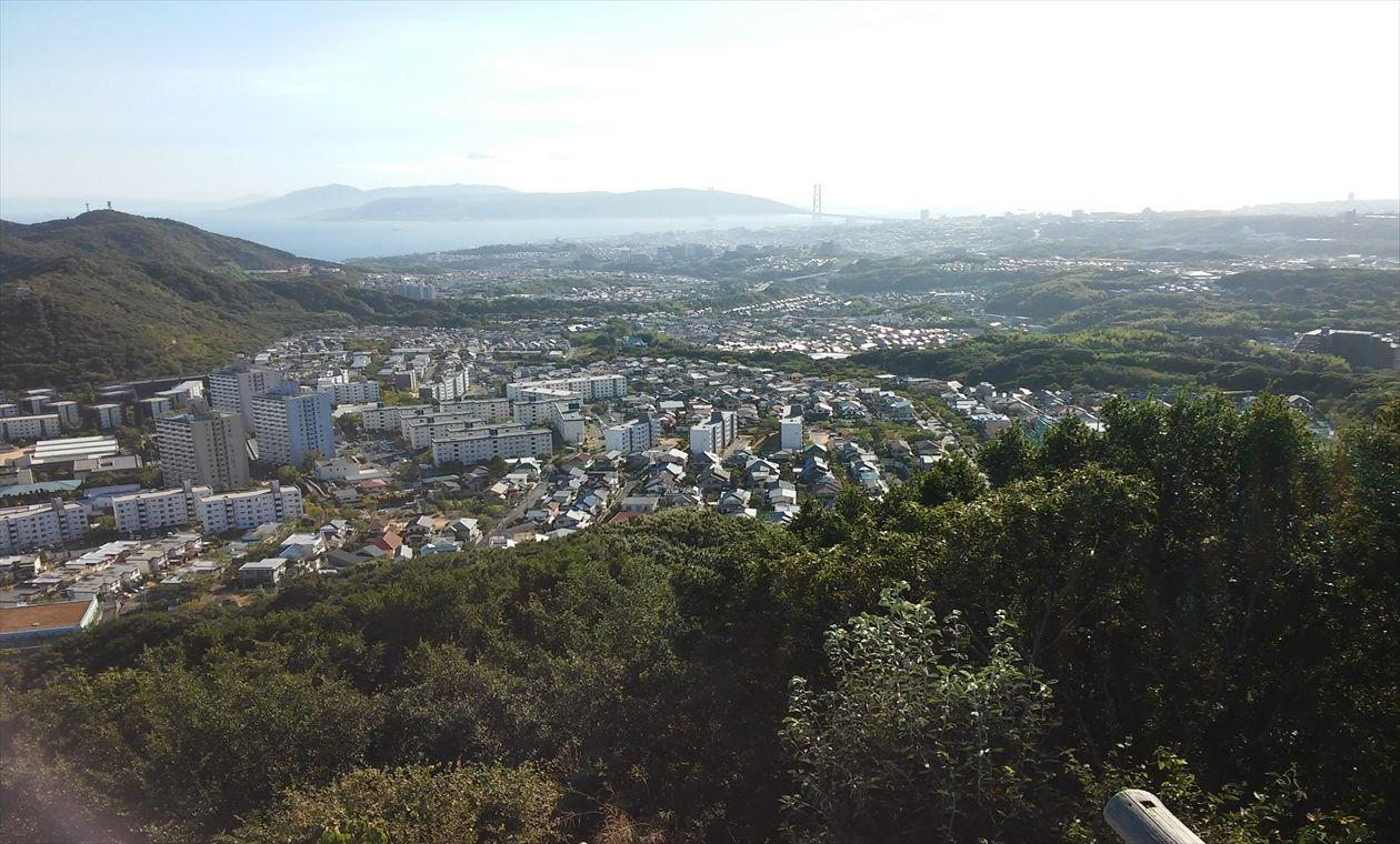栂尾山手前から明石海峡大橋と淡路島(イメージ)