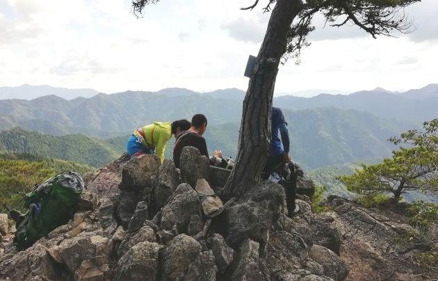 地蔵岳山頂にクライマーの姿も(イメージ)