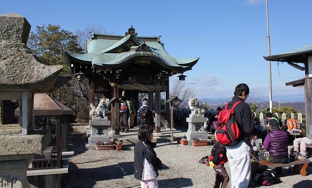 高御座山の山頂にある高御座神社(イメージ)