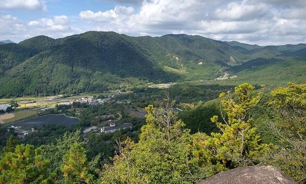 剣尾山に向かう途中にある行者山からの眺め(イメージ)