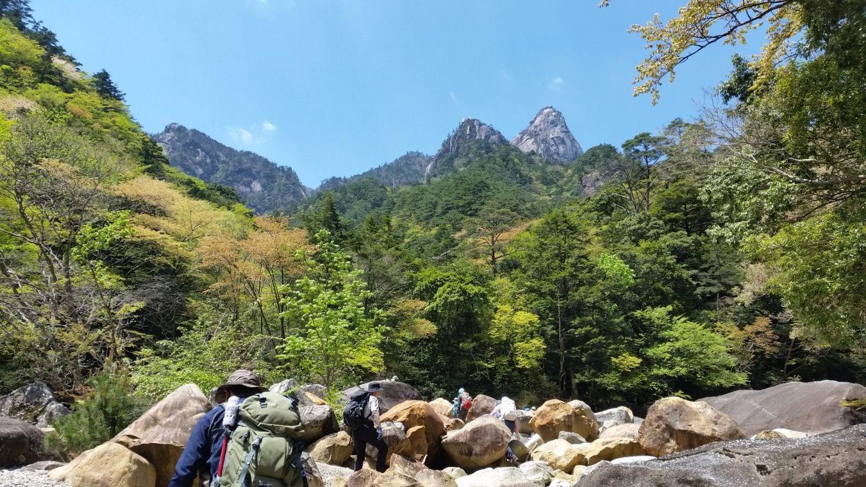 大崩山を見上げる(イメージ)