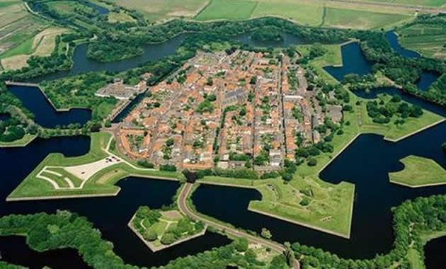 ナールデン城塞©Nearden-Vesting.jpg