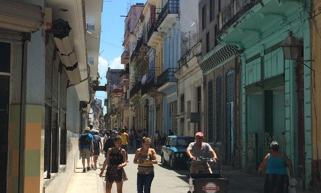 ハバナの旧市街「オビスポ通り」(イメージ)