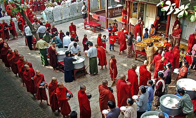 マンダレーのマハガンダヨン僧院(イメージ)