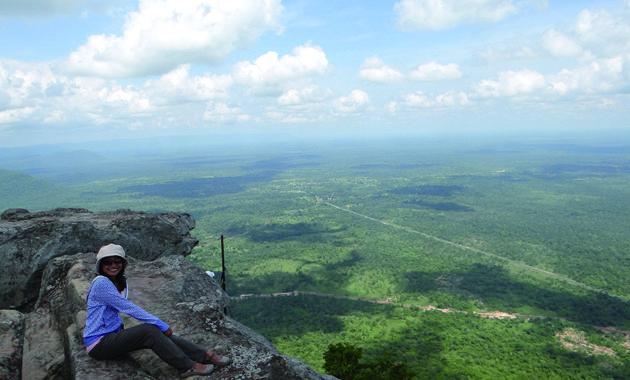 プリア・ヴィヘアから望むカンボジアの大平原(イメージ)